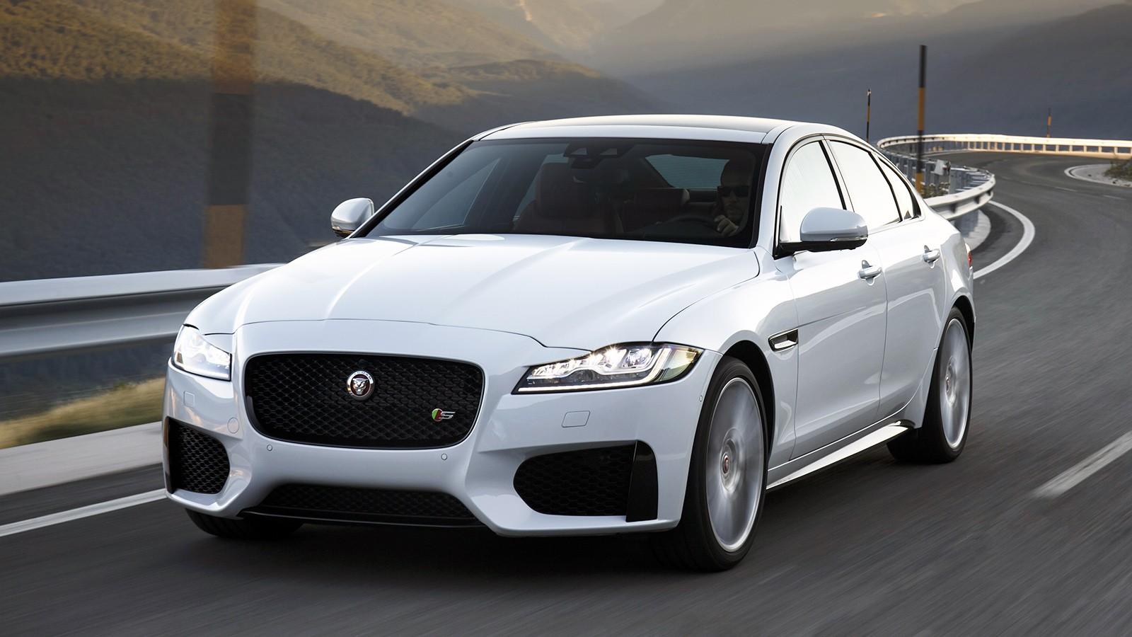 На фото: Jaguar XF S