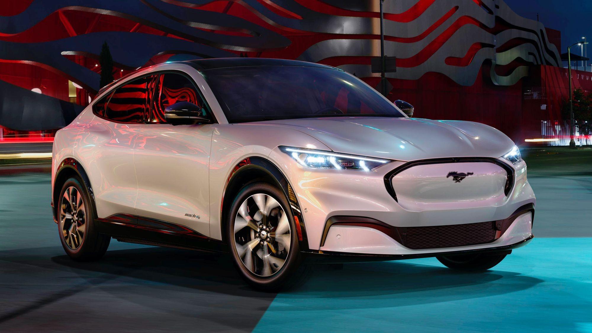 У американских водителей Ford опускаются руки: представлен автопилот 2 уровня