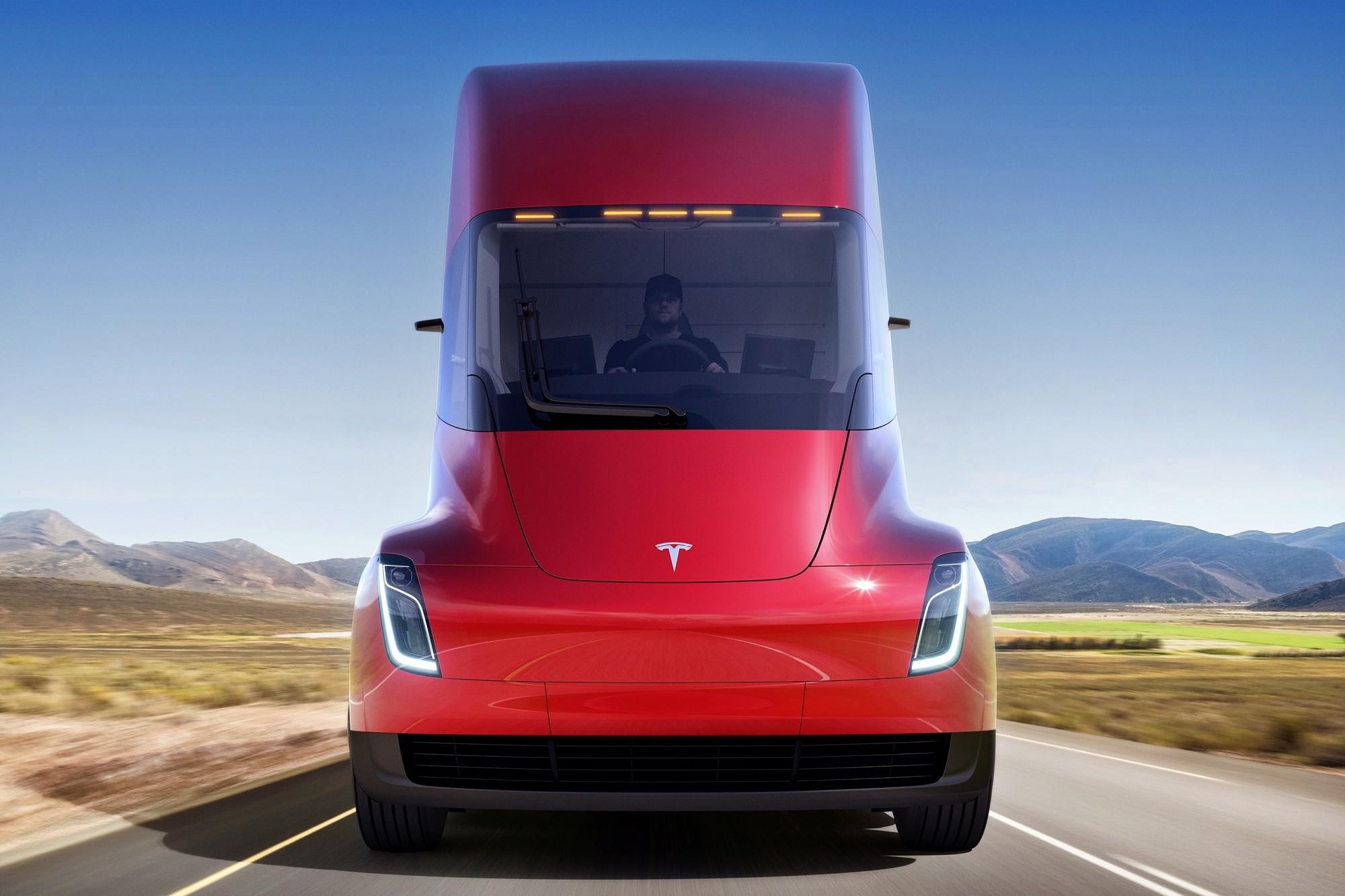 Батареек на всех не хватает: Tesla Semi опять отложен, Cybertruck «подвис»