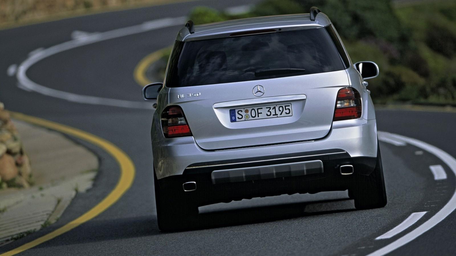 На фото: Mercedes-Benz ML 350 (W164) '2005–08