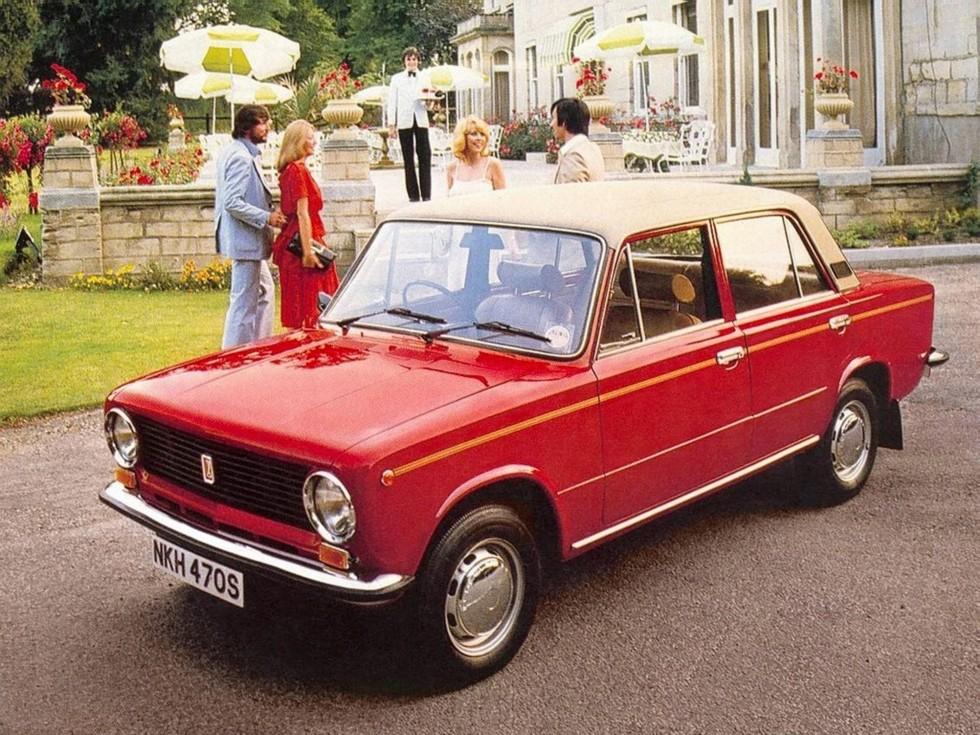 Существовала и праворульная модификация ВАЗ-21011