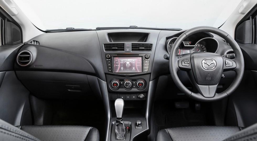 На фото: интерьер австралийской версии Mazda BT-50