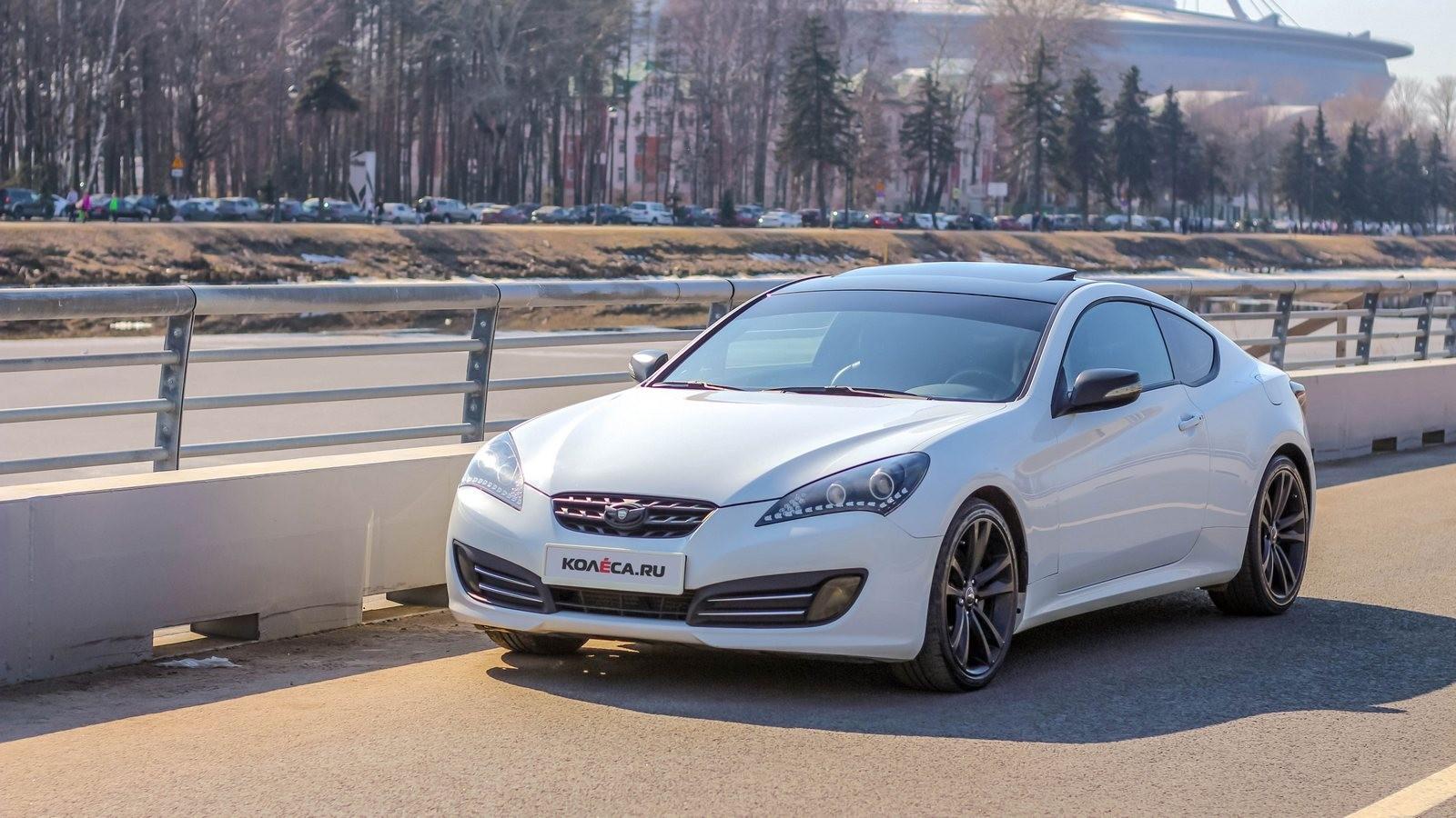 Hyundai Genesis Coupe белый вид три четверти