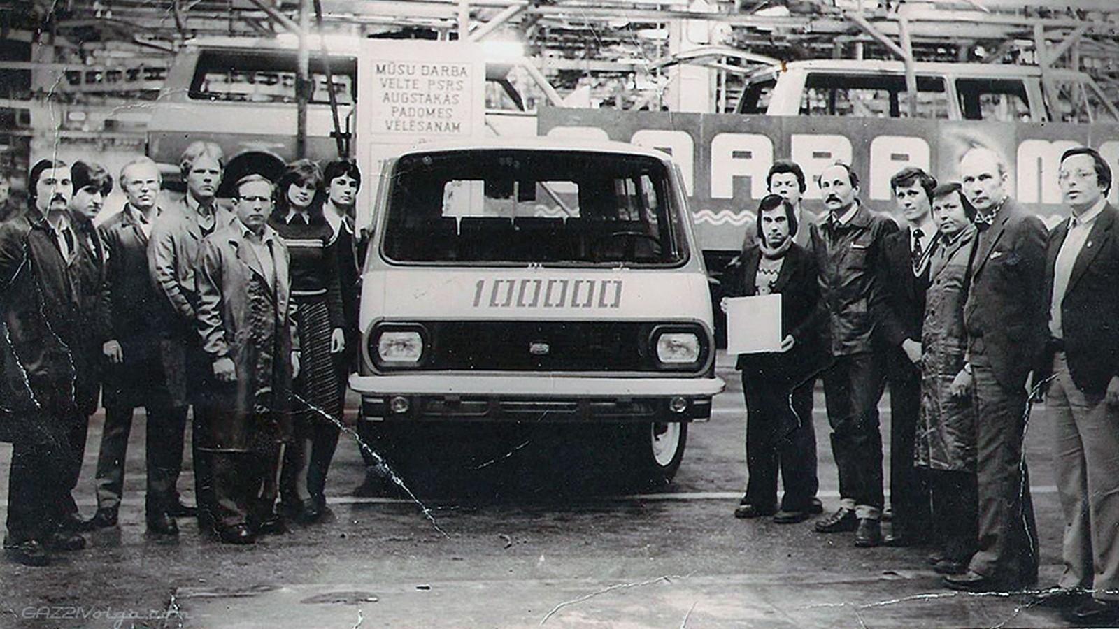 Стотысячный РАФ-2203 в цехе фабрики (г. Елгава). Фото из архива Алексея Чуйко
