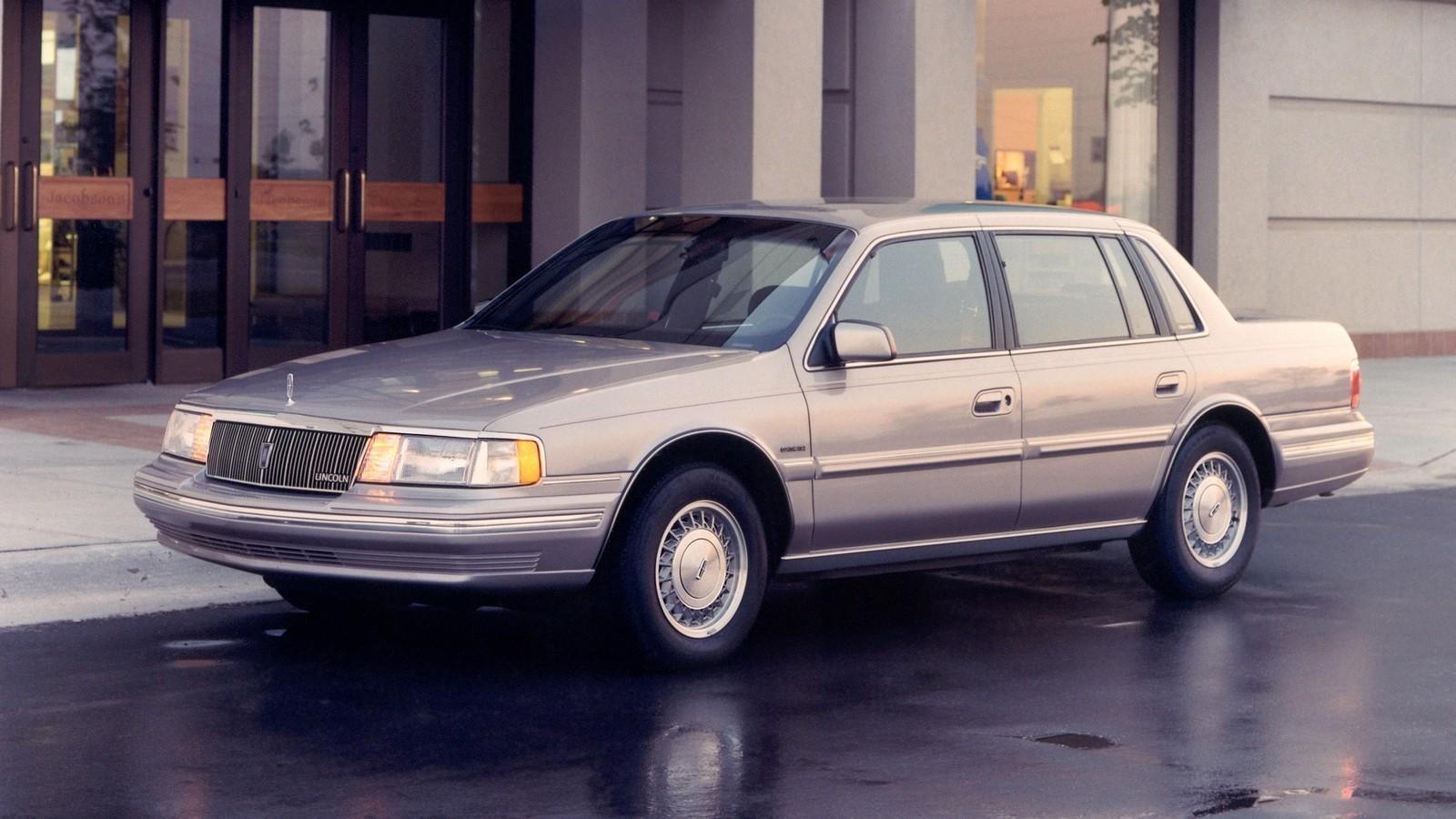 На фото: Lincoln Continental 1988–94