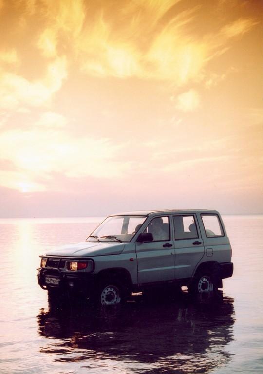 УАЗ 3160 в воде