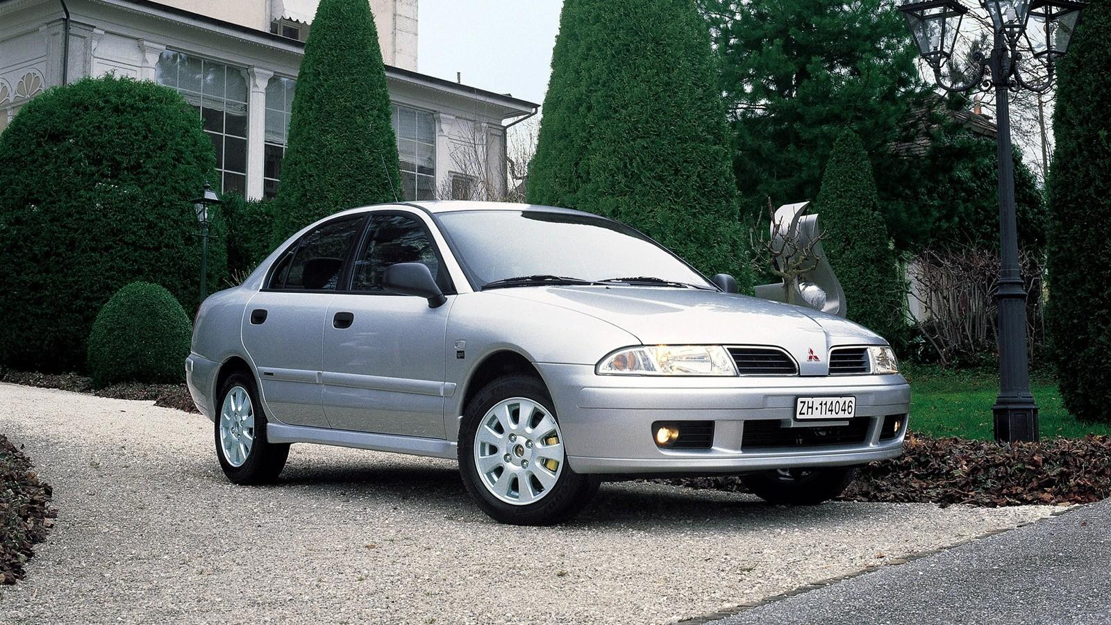На фото: Mitsubishi Carisma Sedan '1999–2004