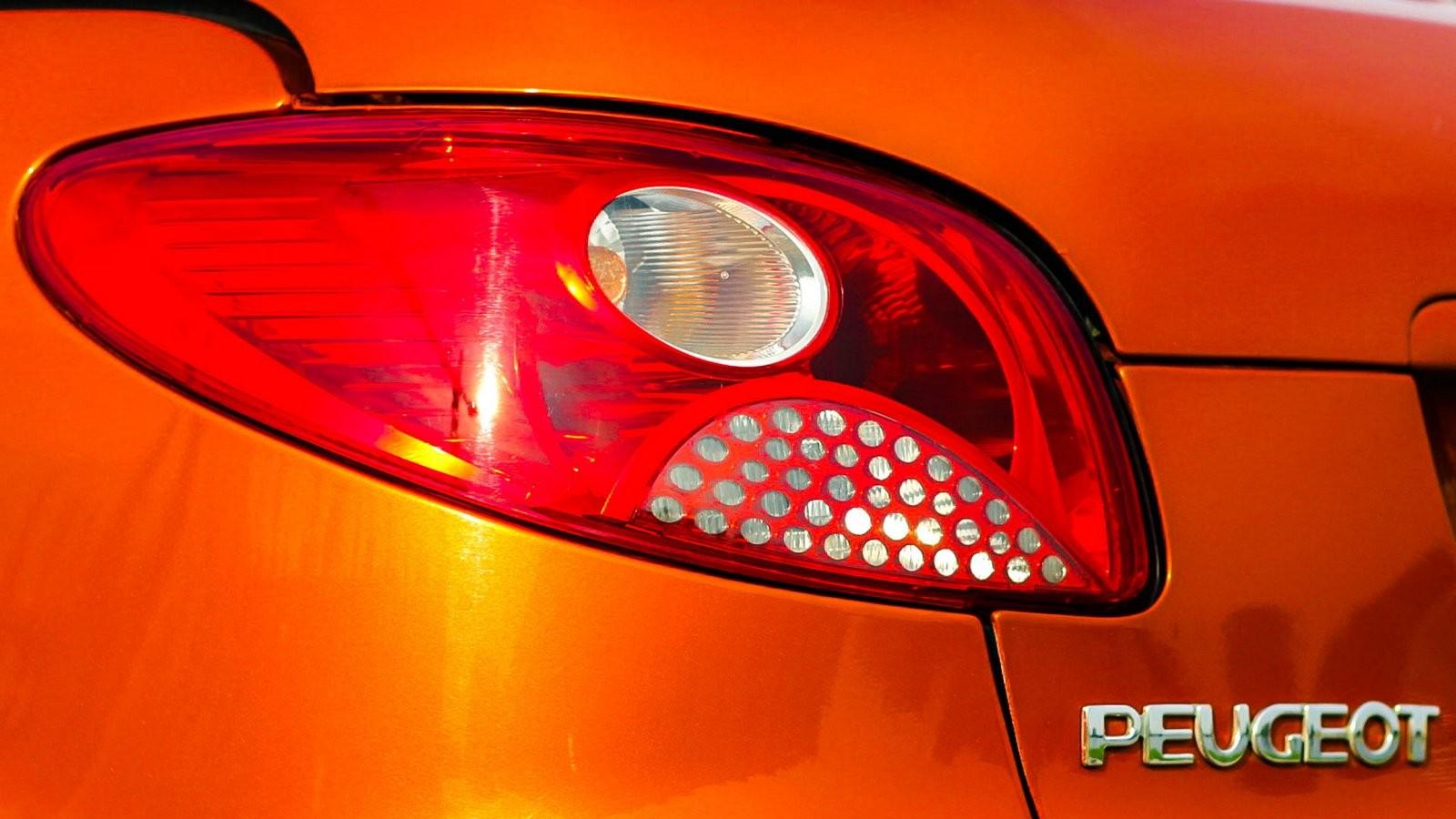Peugeot 206 СС фонарь