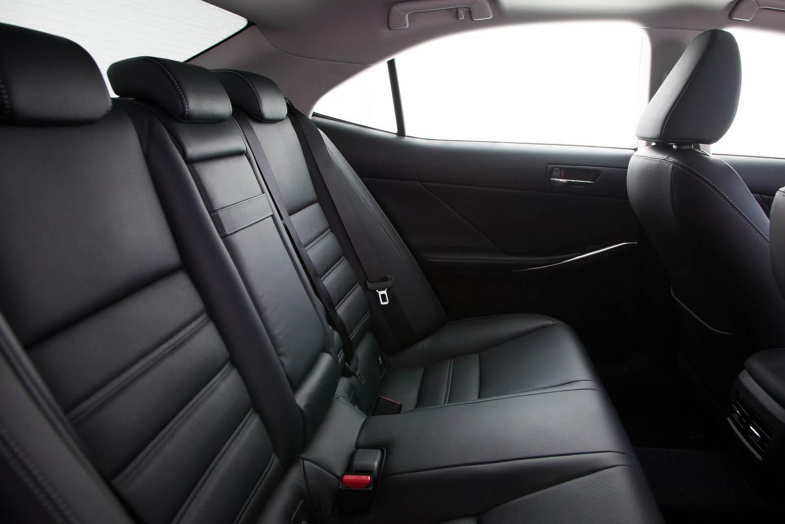 Машина хорошая, но моторов не подвезли: стоит ли покупать Lexus IS III за 2 миллиона рублей