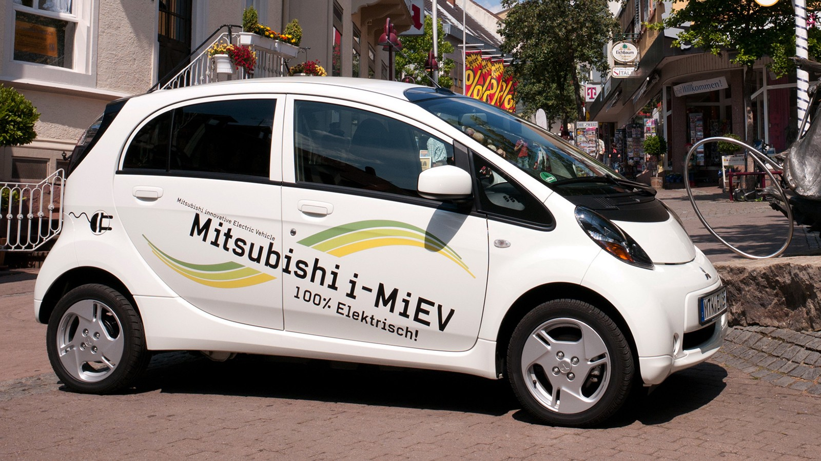 На фото: Mitsubishi i MiEV