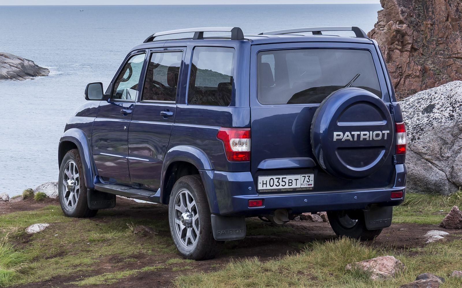 Отличить самый свежий Патриот от предшественников можно по слегка подретушированным бамперам и колесным дискам нового дизайна.