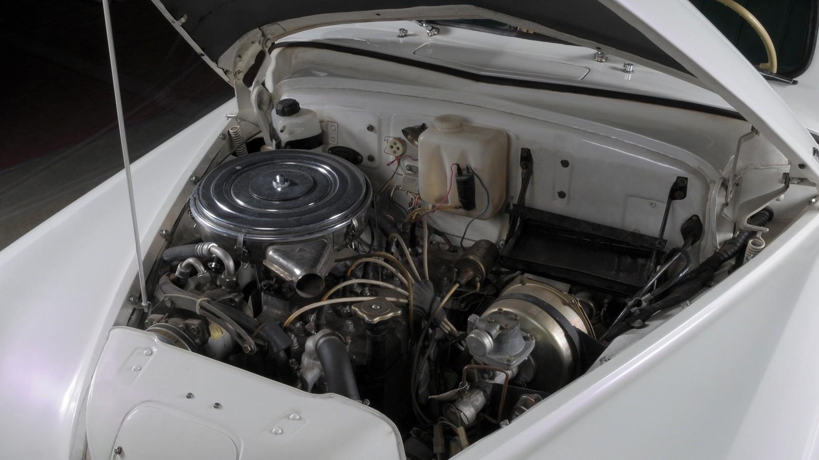 На фото: двигатель ГАЗ М-20Г