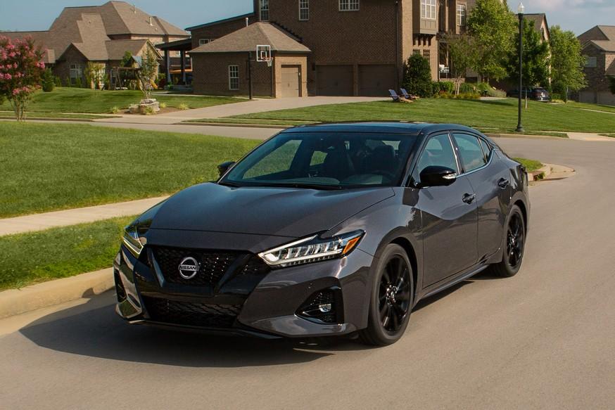 Грустный праздник: растерявшая покупателей Nissan Maxima «почернела» в юбилейной спецверсии