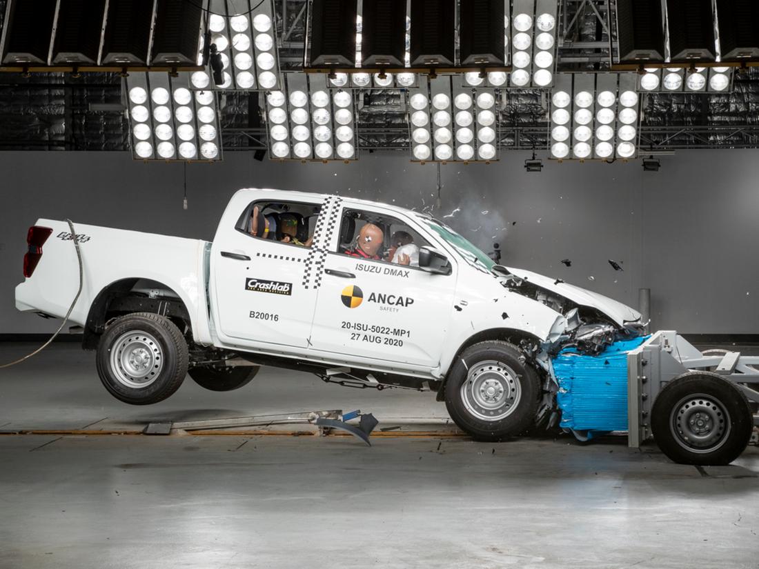 Новый Isuzu D-Max в краш-тестах ANCAP: держитесь от него подальше!