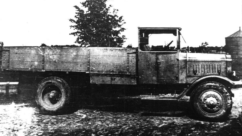 Четырехтонный автомобиль Я-4