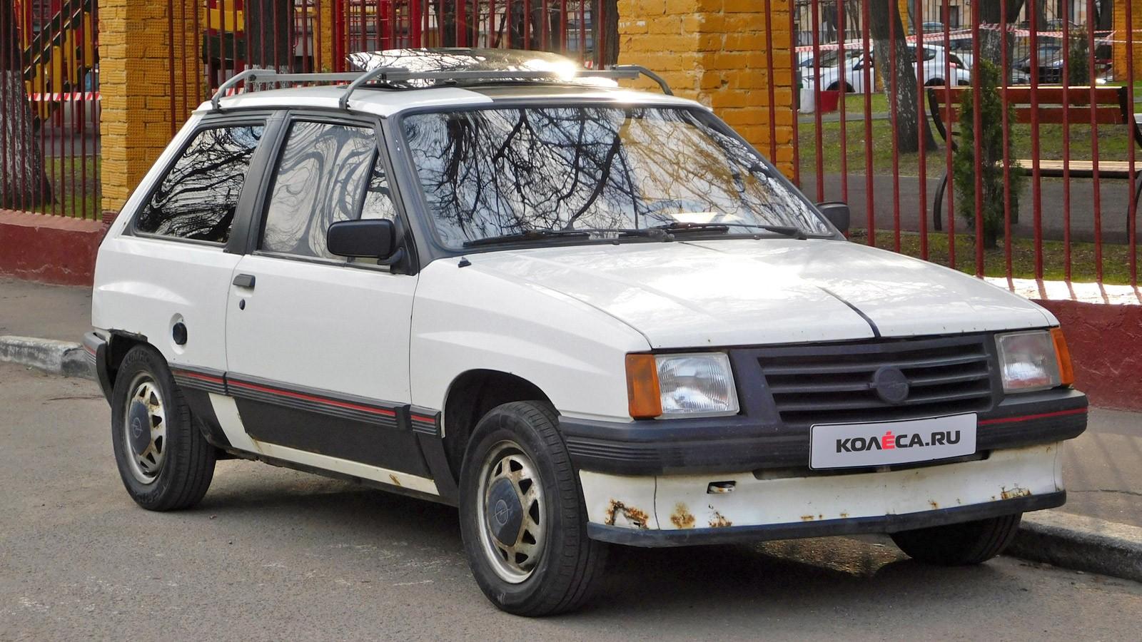 Opel-Corsa-A-vid-tri-chetverti