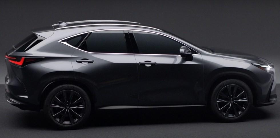Новый Lexus NX раскрыли до премьеры: без радикальных перемен снаружи и совсем другой салон