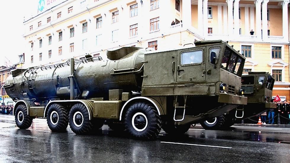 На параде шасси БАЗ-135МБ с комплексом «Редут» (фото А. Хитрова, Владивосток)
