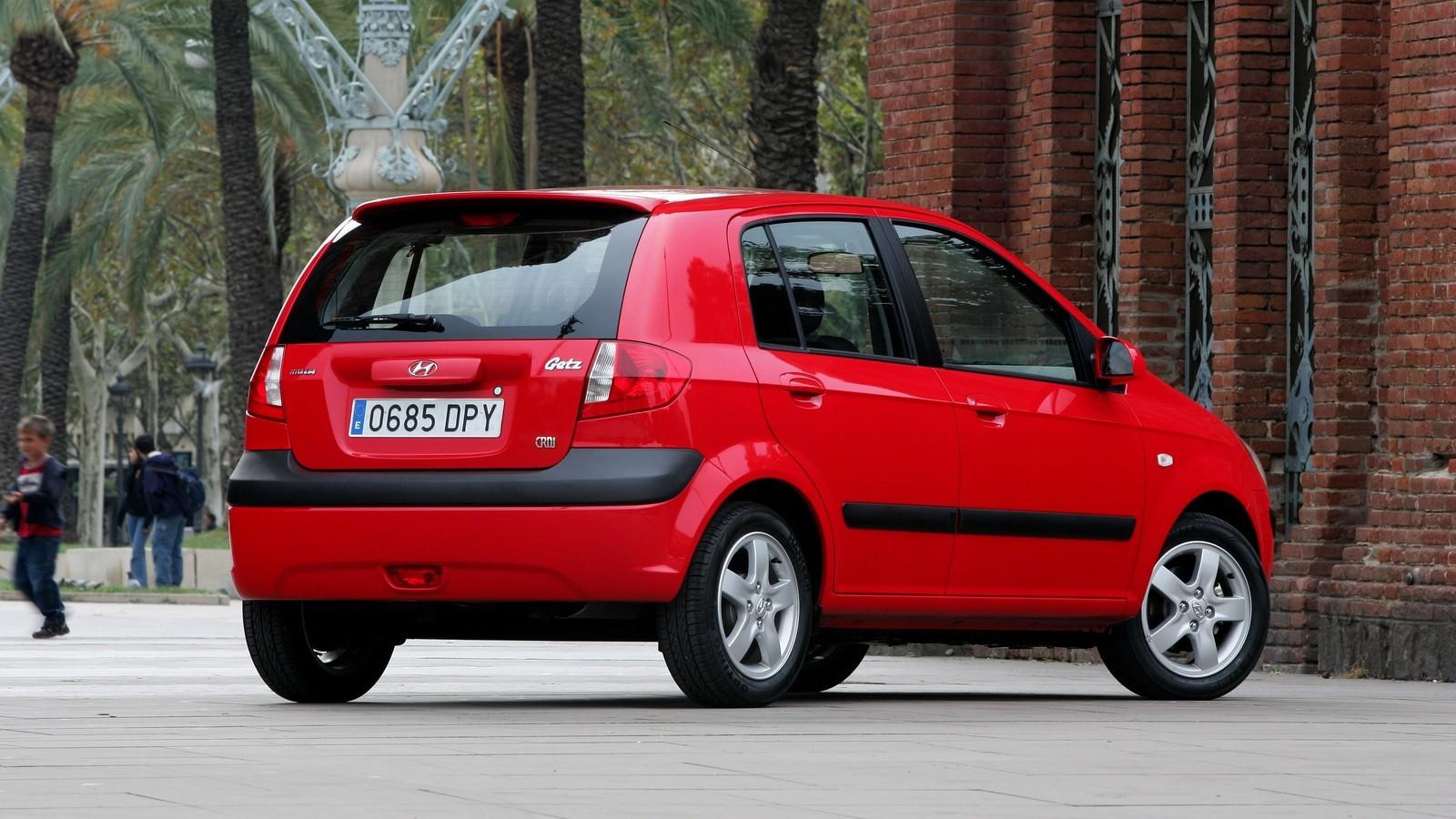 Hyundai Getz красный вид сзади