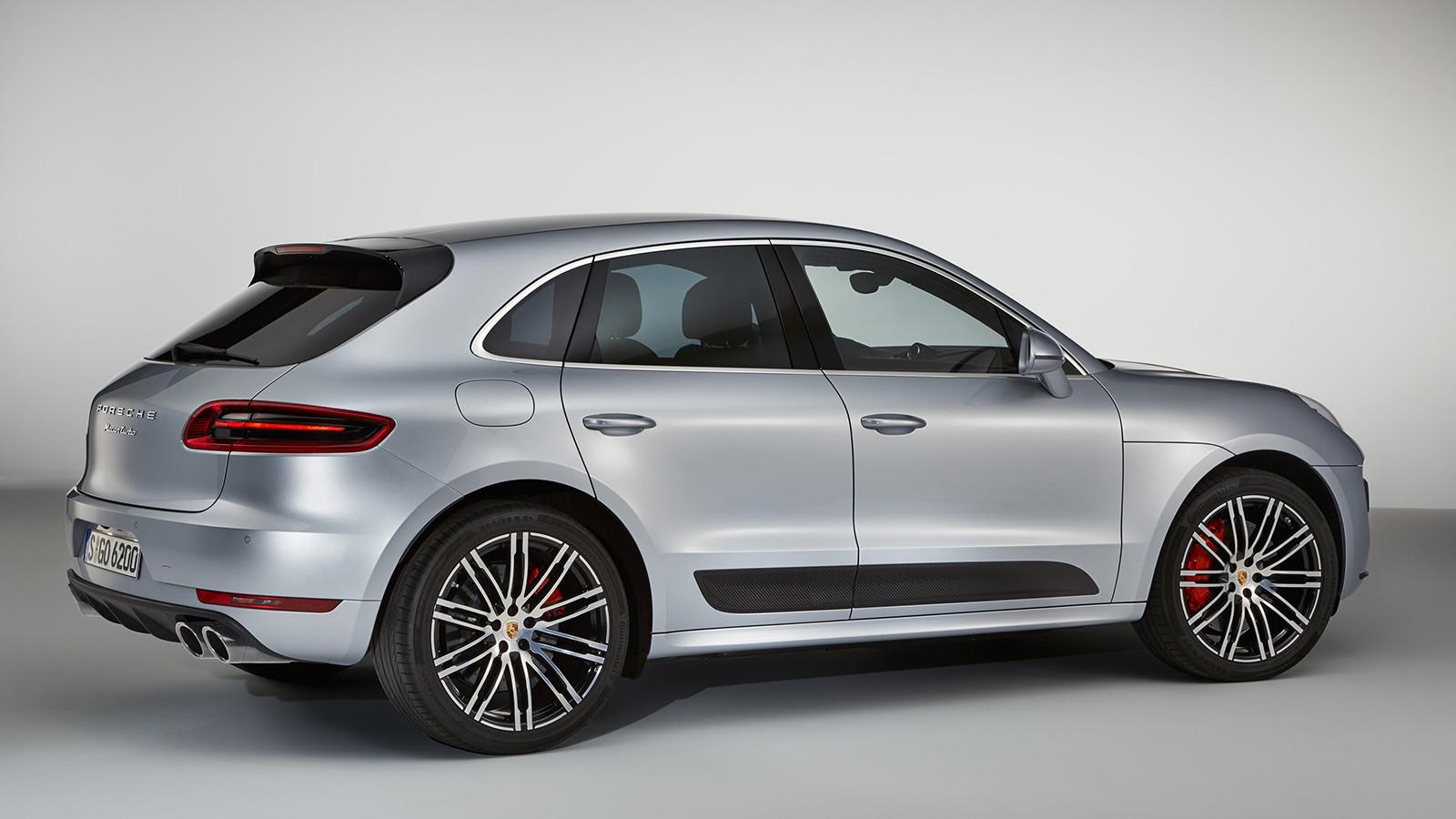 На фото: Porsche Macan Turbo с пакетом Performance
