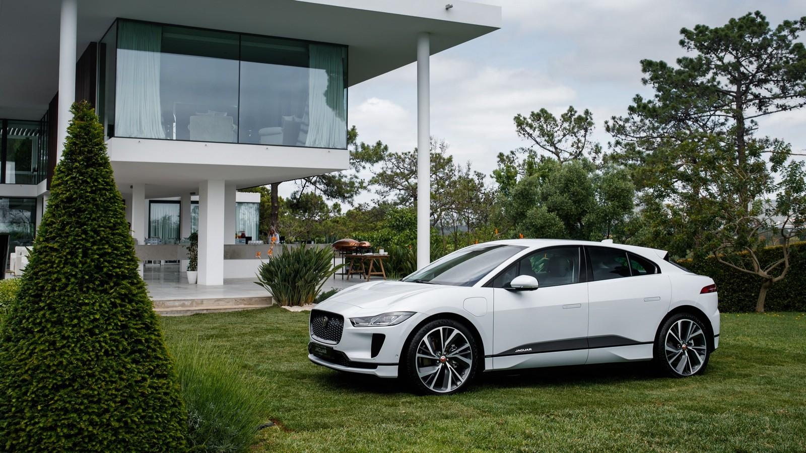 Jaguar I-PACE белый