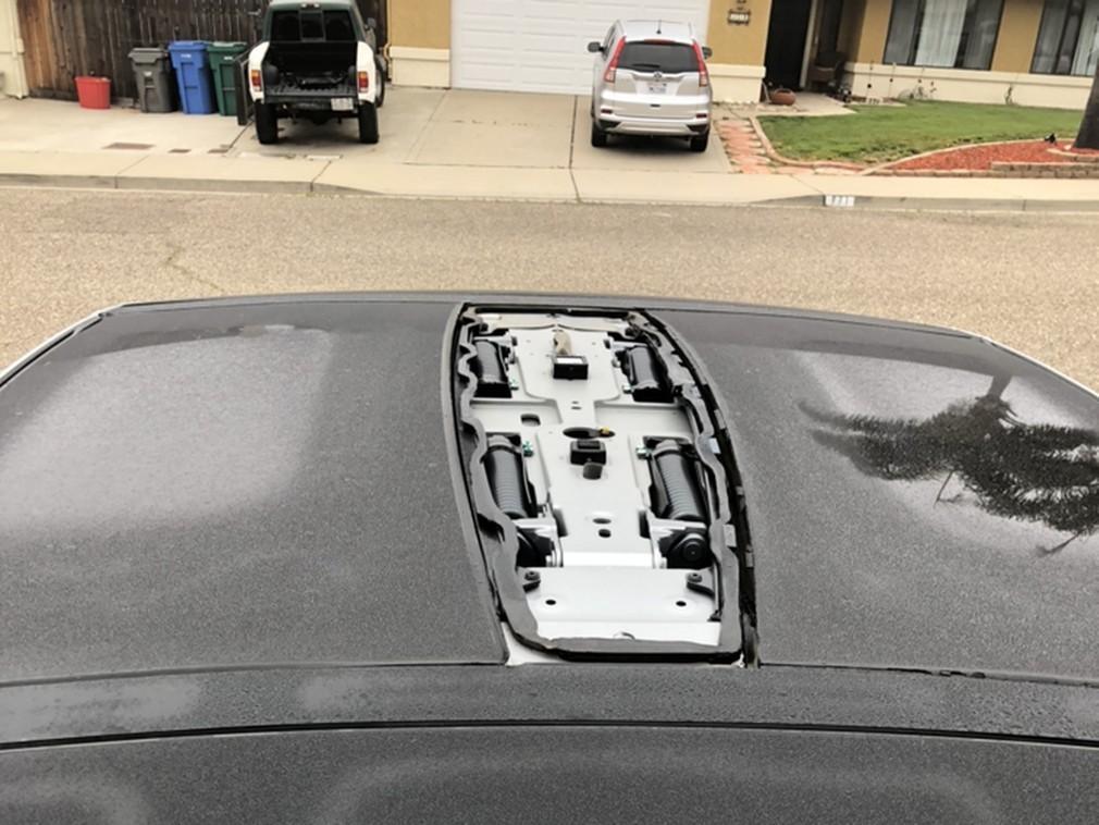 Сносит крышу: Tesla отзывает плохо склеенные кроссоверы Model X