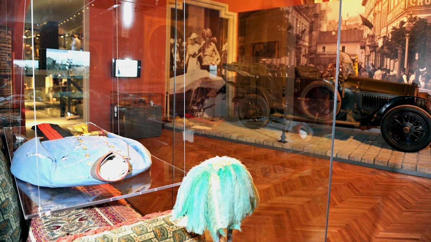 Новая экспозиция с прозрачным стендом с личными вещами Франца Фердинанда