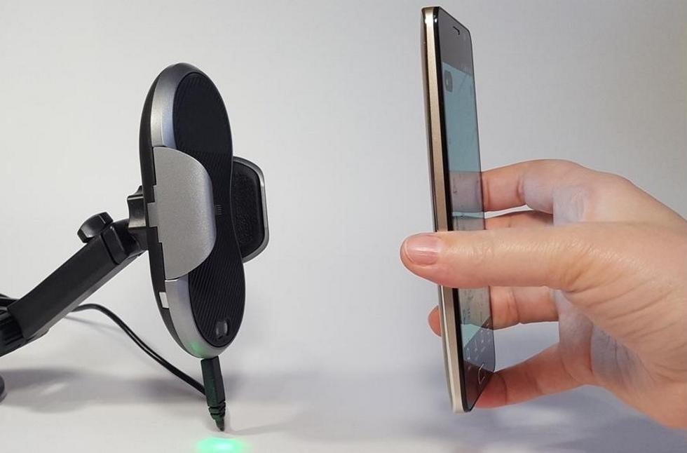 робот-держатель для смартфона с беспроводной зарядкой (4)