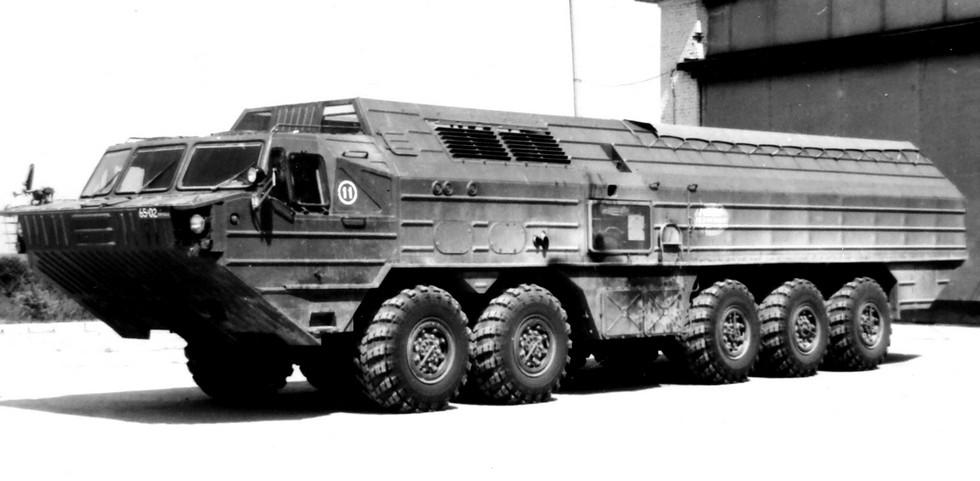 Автомобиль БАЗ-69481M со средним неведущим мостом и высоким корпусом