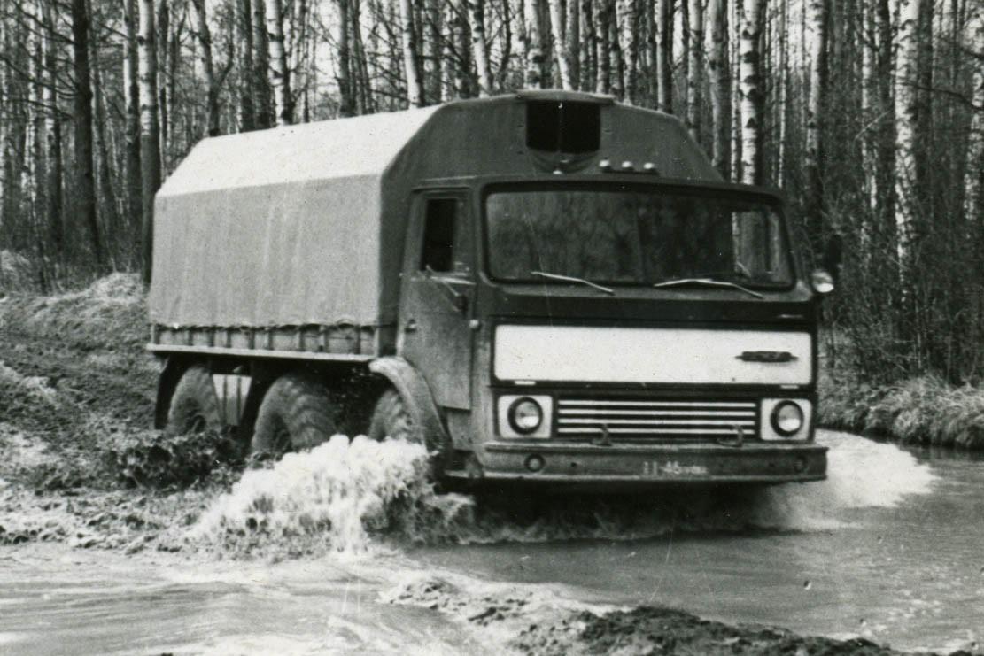 Стой, «Синяя птица»: первый в мире грузовик с дисковыми трансмиссионными тормозами из СССР
