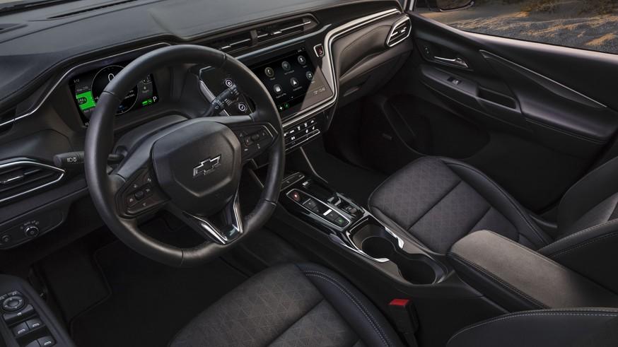 Американские бюджетники: в Chevrolet обновили Bolt EV и представили кроссовер на его основе