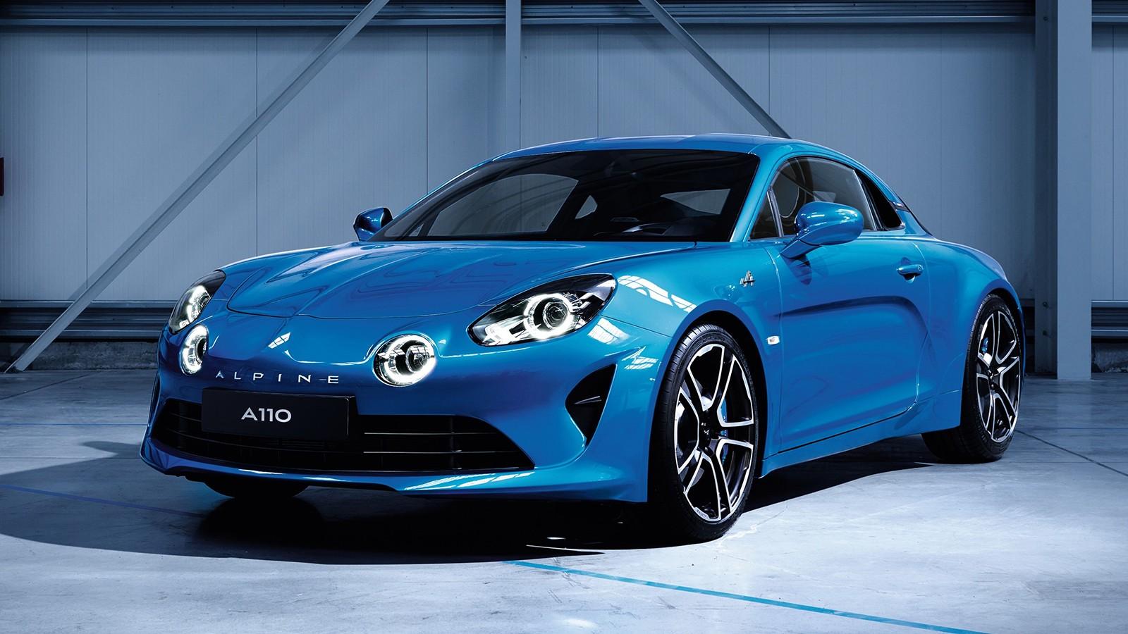 Внешность серийной модели выполнена по мотивам концептуального купе Alpine Vision Concept