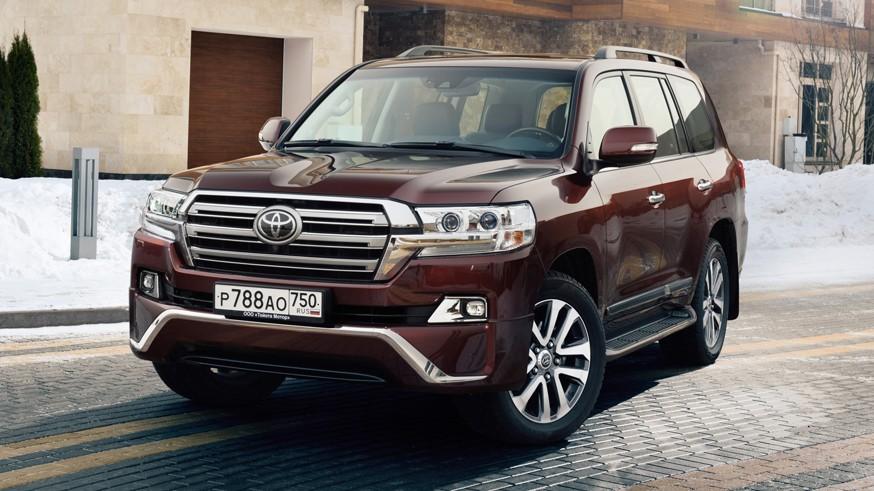 До премьеры несколько дней: Toyota продолжает дразнить тизерами Land Cruiser 300