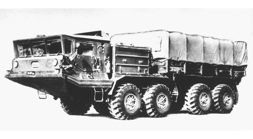Балластный тягач БАЗ-6953 для буксировки 15-тонных артиллерийских орудий