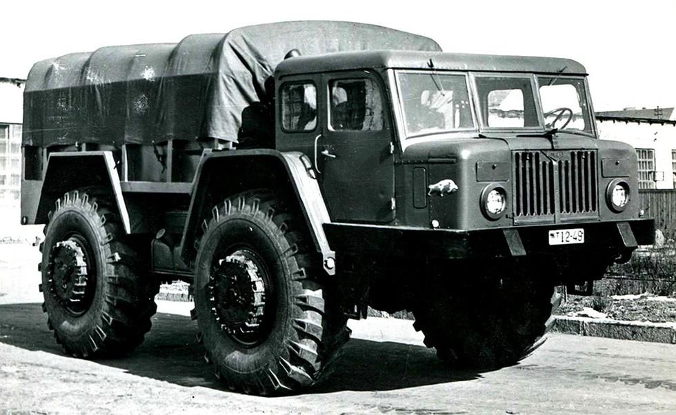 Опытный 165-сильный бортовой артиллерийский тягач МАЗ-532