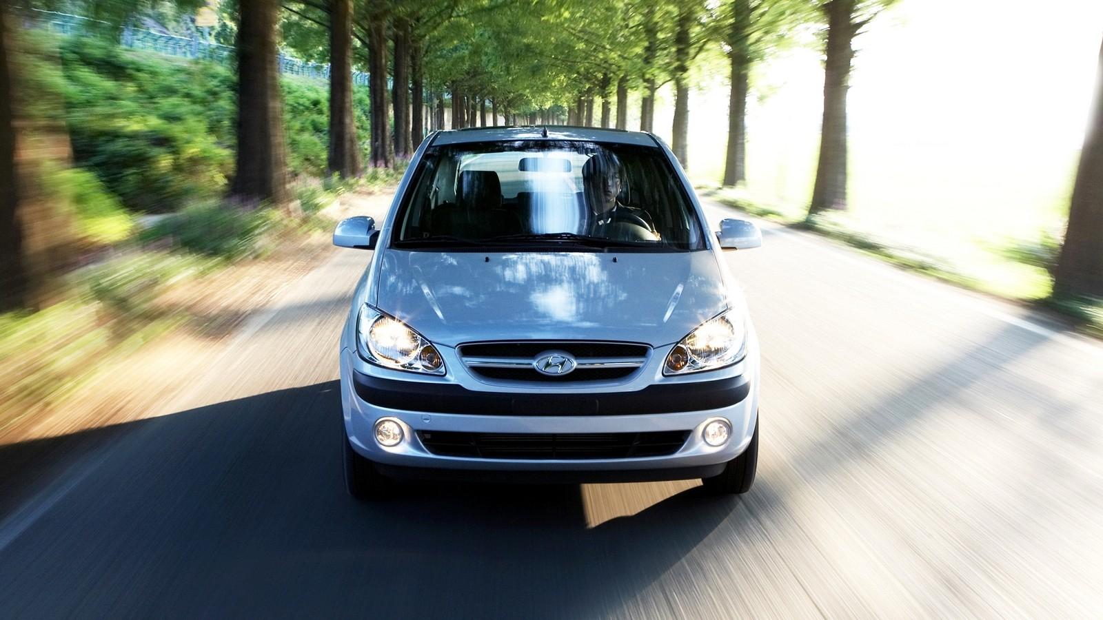 Hyundai Getz голубой на ходу вид спереди