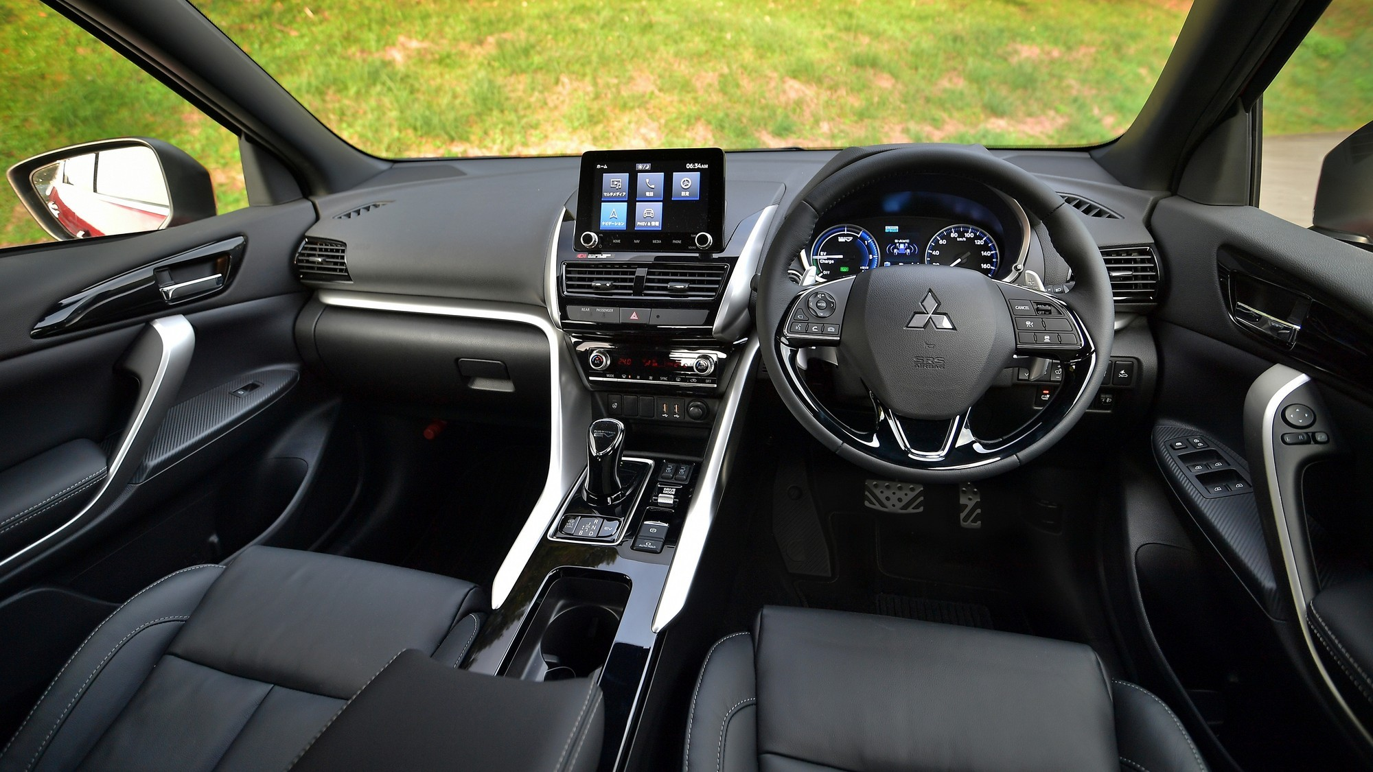 Обновлённый Mitsubishi Eclipse Cross: улучшенная управляемость и розеточная версия