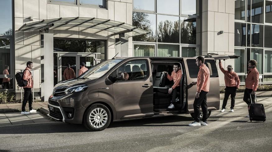 Новый грузопассажирский вэн: Peugeot e-Traveller превратился в Тойоту