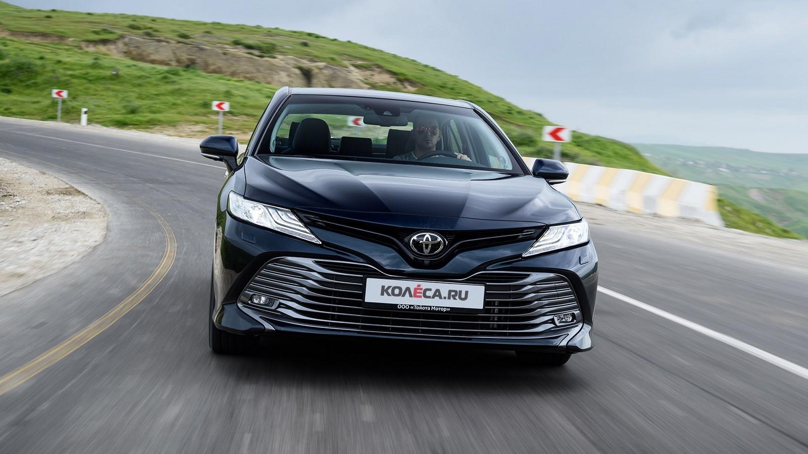 Toyota Camry в движении