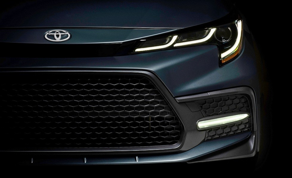 Тизер американской версии седана Toyota Corolla нового поколения. Глобальный вариант, скорее всего, будет выглядеть так же