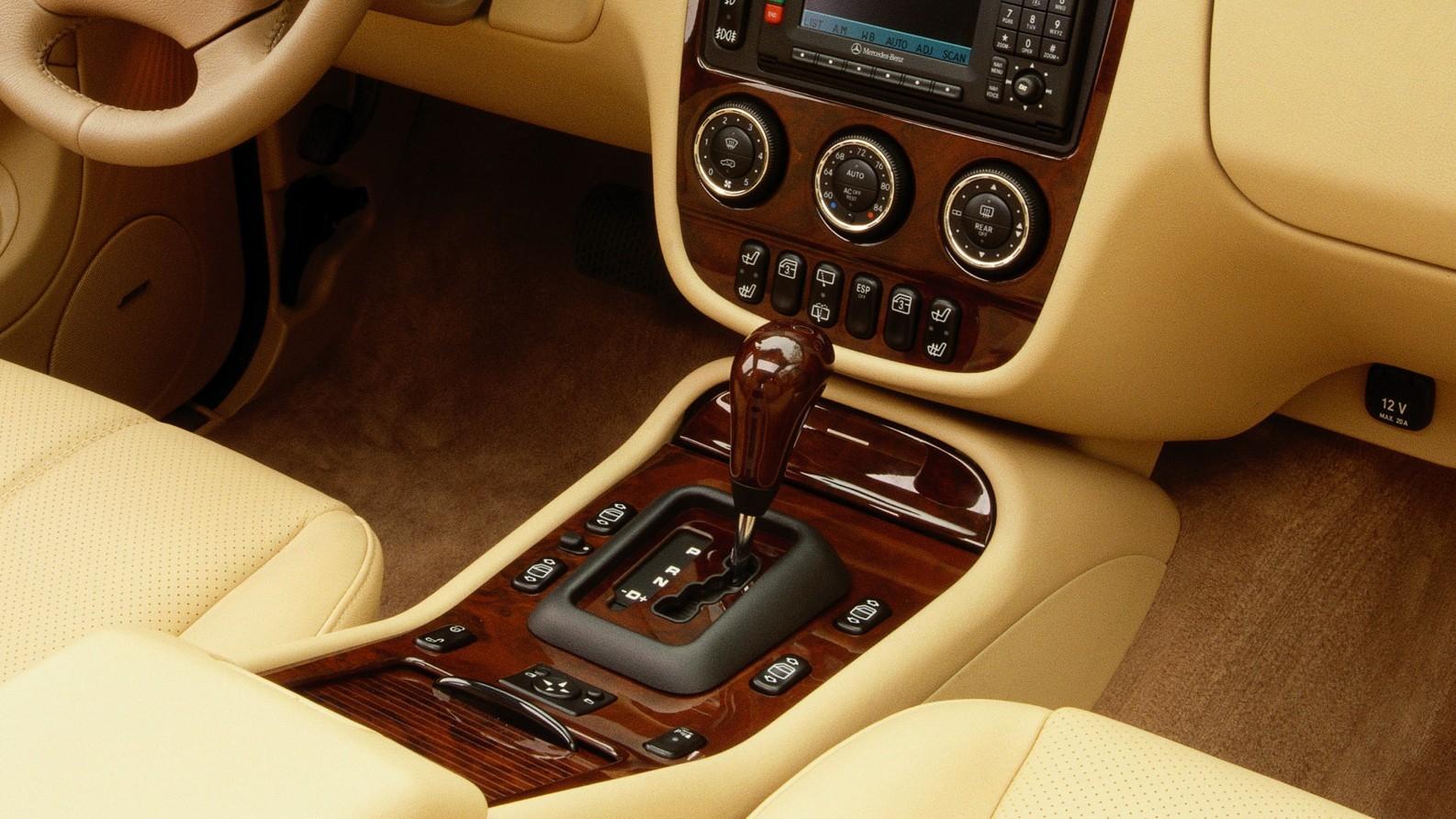 На фото: АКПП Mercedes-Benz ML 500 US-spec (W163) '2001–05