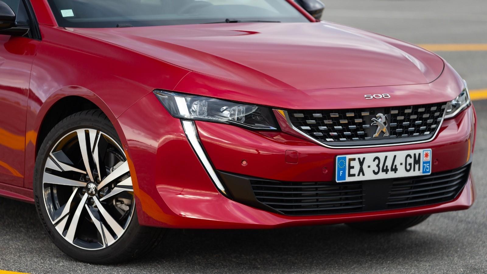 Peugeot 508 красный передняя часть