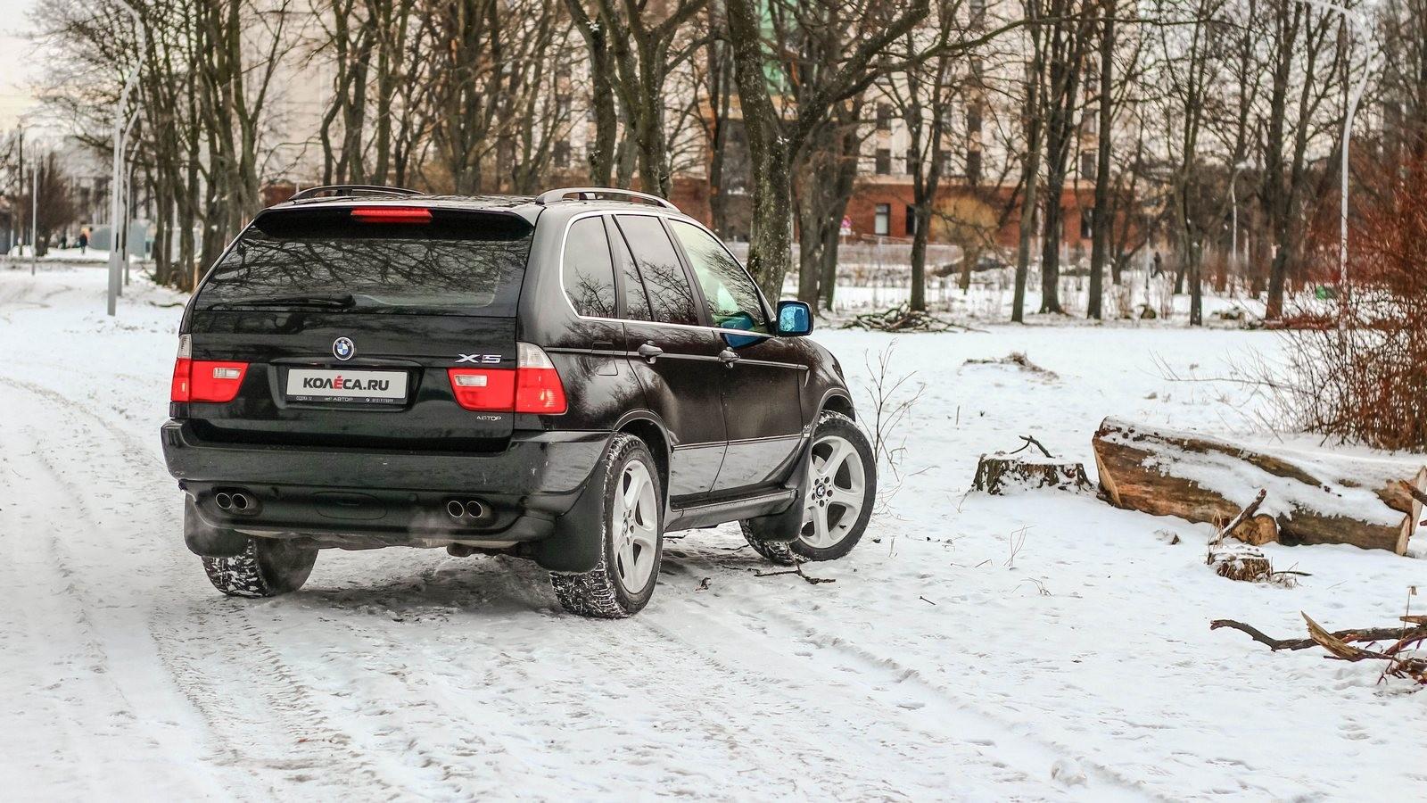 BMW X5 E53 чёрный вид сзади