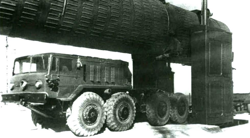 Тягач МАЗ-537 из состава комплекса противоракетной обороны А-35