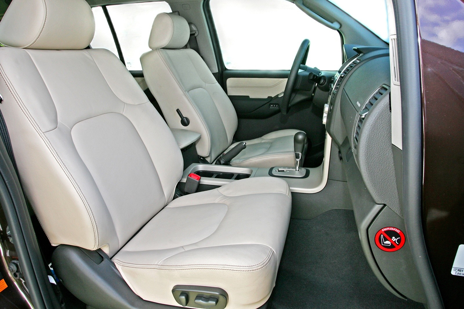 Интерьер Nissan Pathfinder (R51) '2004–10