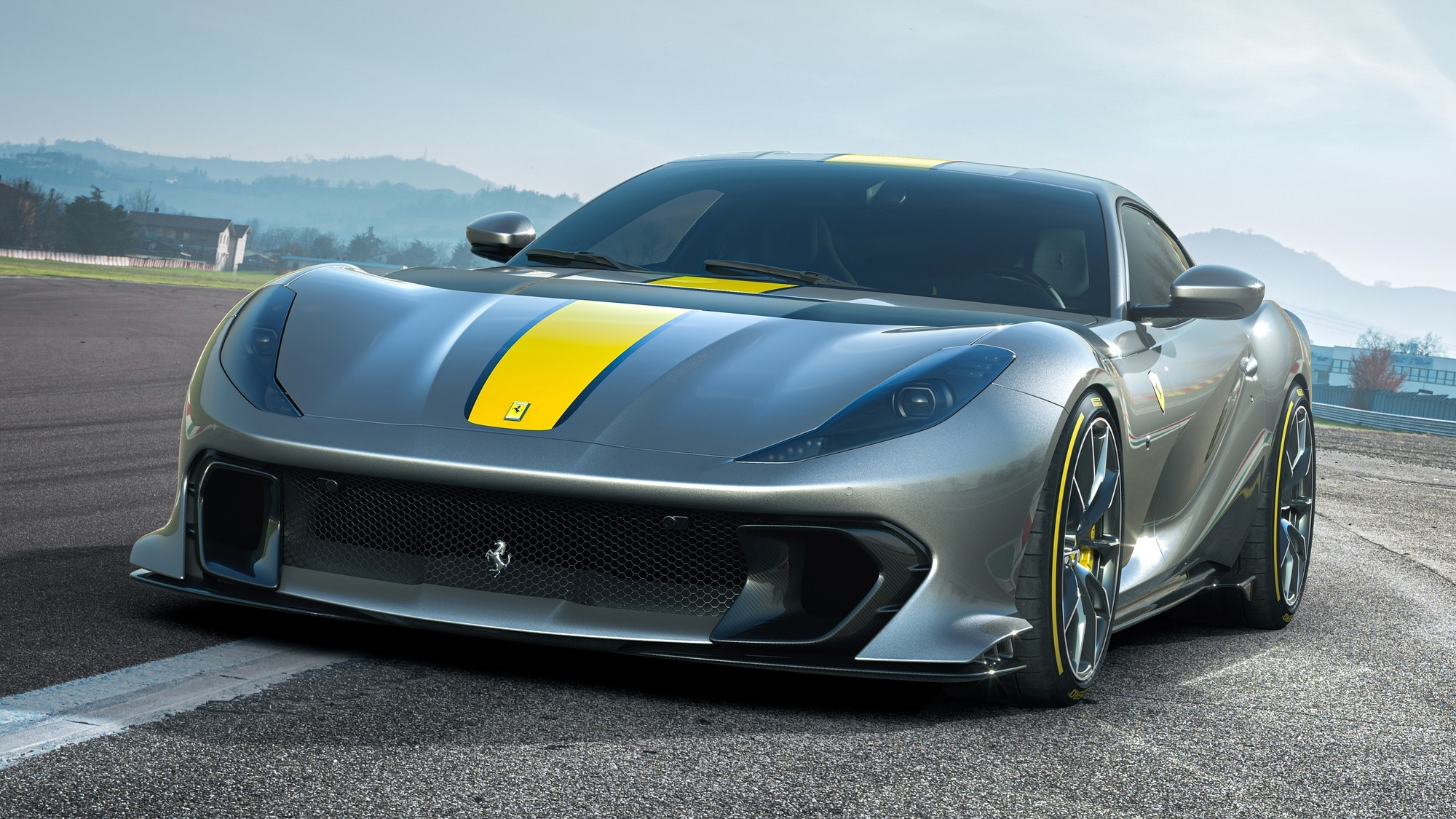 Ferrari 812 Competizione: изощрённая аэродинамика, сниженный вес и перерождённый V12