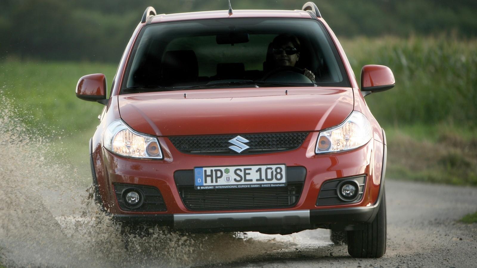 Suzuki SX4 '2009–14 в движении вид спереди