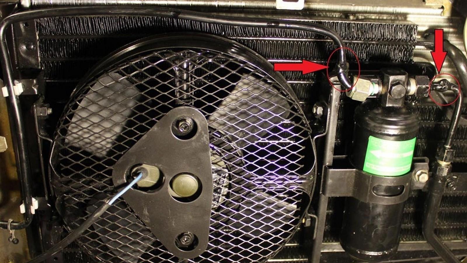 Конденсор с ресивером и вентилятором объединен в единый монтажный блок. Фото: Евгений Карпунин