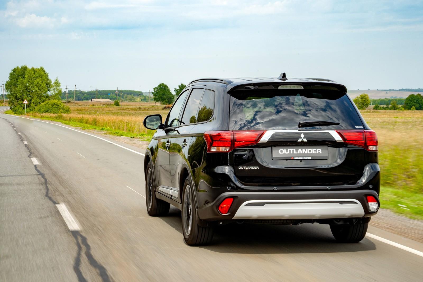 Тест обновленного Mitsubishi Outlander: черный хром и странный Яндекс