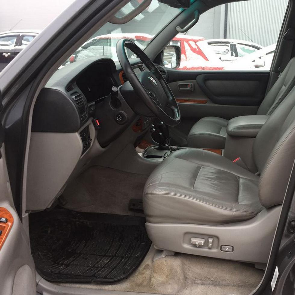 Toyota Land Cruiser 100 интерьер